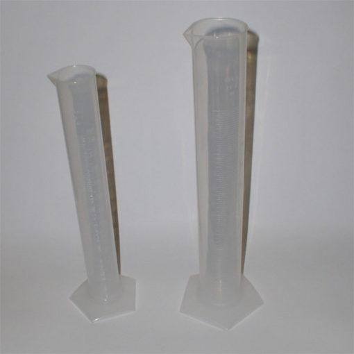 Odmerný valec (plast) lisovaná stupnica